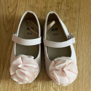 Baby H&M shoes. Size 18/19